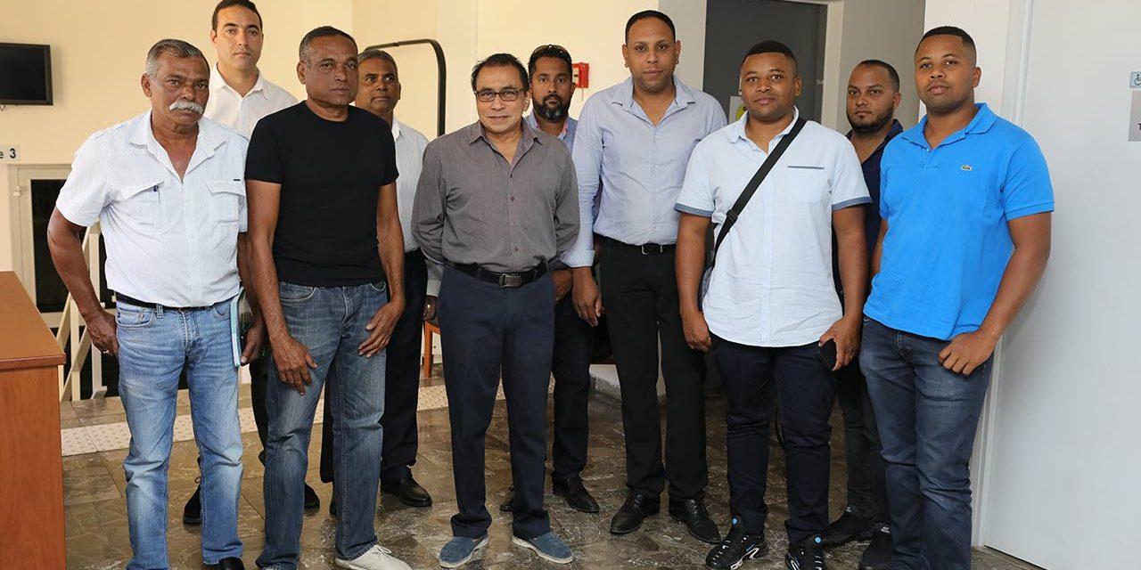 Le Président PATEL rencontre les transporteurs de canne à sucre